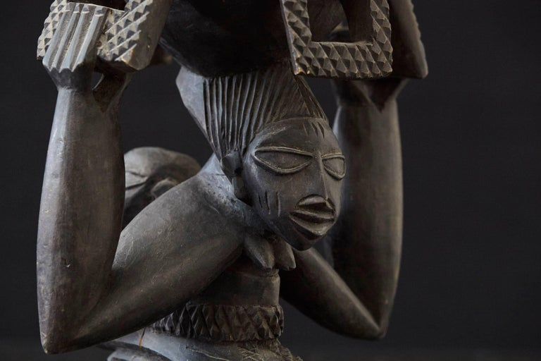 Woman Carrying Baby in a Papoose, Kola Nut Holder from Abeokuta, Nigeria, 1950s For Sale 1