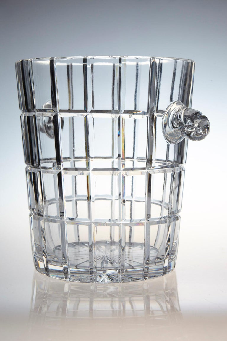 Mid-20th Century French Cut Crystal Wine Cooler or Champagne Ice Bucket with Handles, circa 1960s For Sale