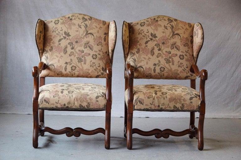 English Pair of Louis XIV Style, Os de Mouton, Walnut Wingback Fauteuils For Sale