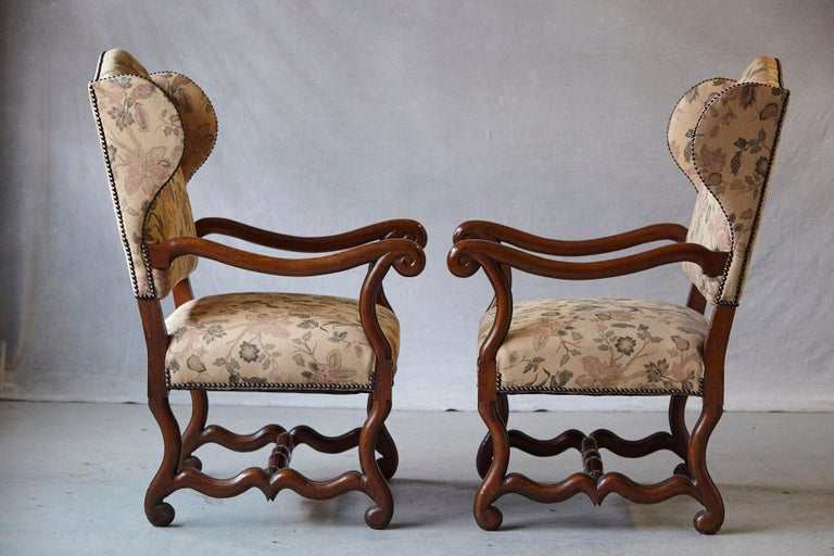 Pair of Louis XIV Style, Os de Mouton, Walnut Wingback Fauteuils In Good Condition For Sale In Westport, CT