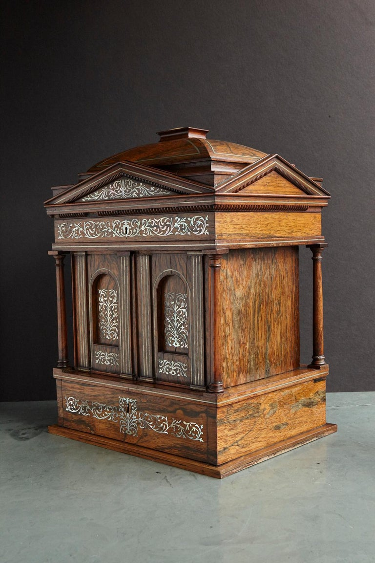 Fine and very rare William IV rosewood and mother of pearl inlaid antique lady's compendium. Created like a Greek temple, a rectangular structure with four columns on each corner carrying the domed top finalizing in a large square mother of pearl