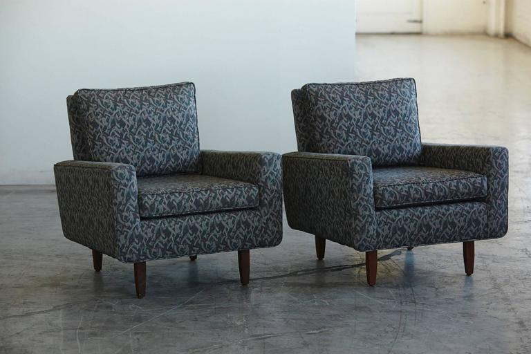 Beautiful pair of Florence Knoll lounge chairs from 1967. A copy of the original Knoll Associates order form dating 05/16/1967 will be included. The lounge chairs have been completely stripped down and reupholstered by Knoll with Knoll Textiles in