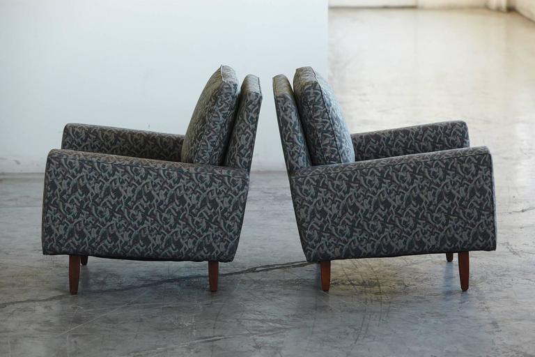 Pair of Early Florence Knoll Lounge Chairs from 1967, Reupholstered in the 1980s In Good Condition For Sale In Westport, CT
