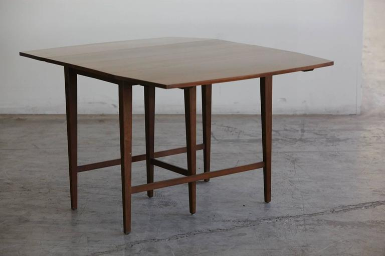 Extendable Drop-Leaf Maple Dining Table by Paul McCobb for Planner Group In Good Condition For Sale In Westport, CT