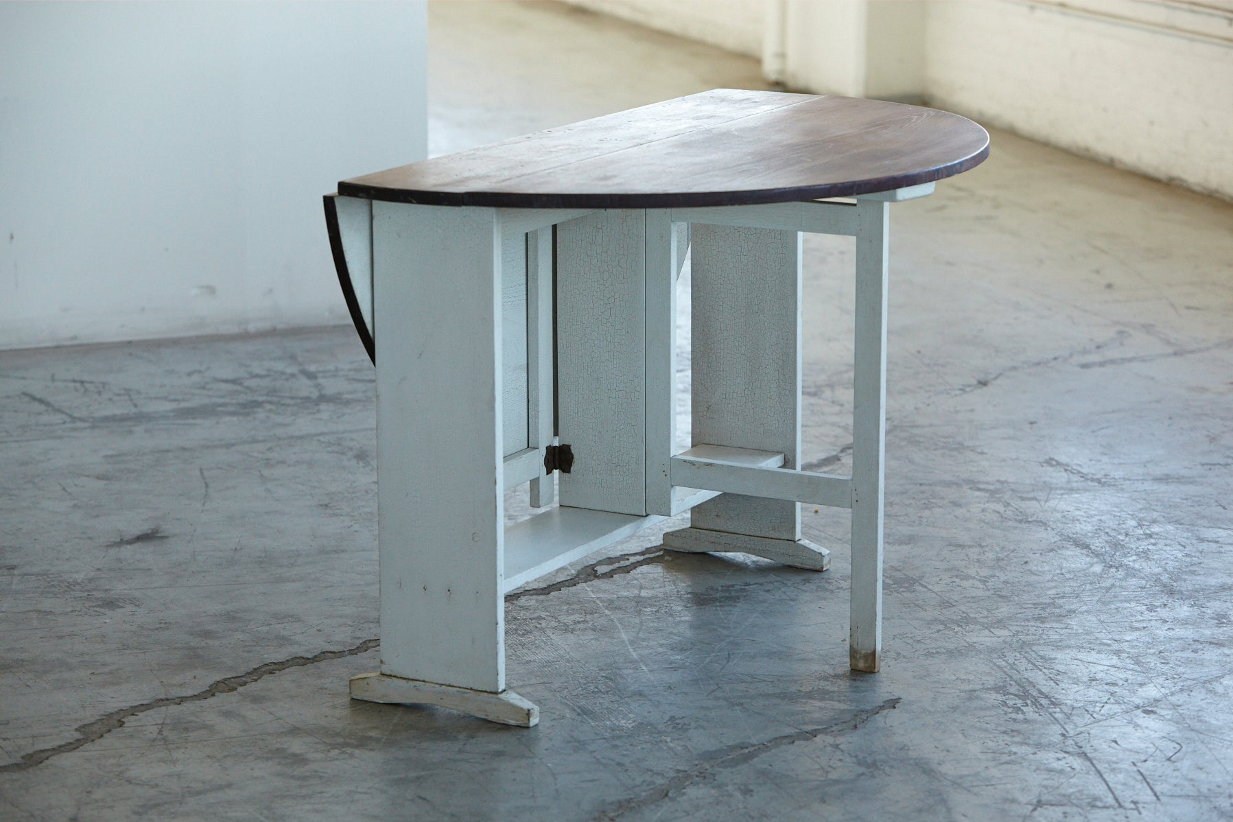 Painted Gate Leg and Drop Leaf Pine Farm Table For Sale at 1stdibs