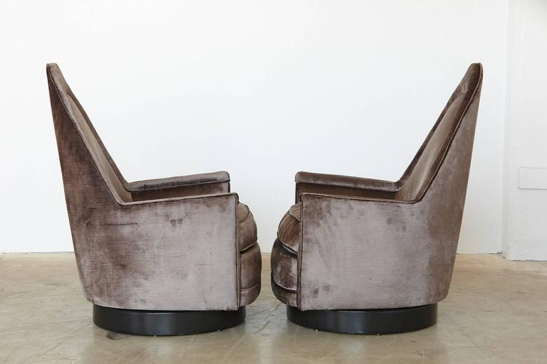 Mid-Century Modern Pair of Sculptural Memory Swivel Chairs in Grey Velvet by Milo Baughman For Sale
