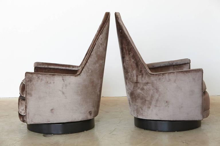 20th Century Pair of Sculptural Memory Swivel Chairs in Grey Velvet by Milo Baughman For Sale