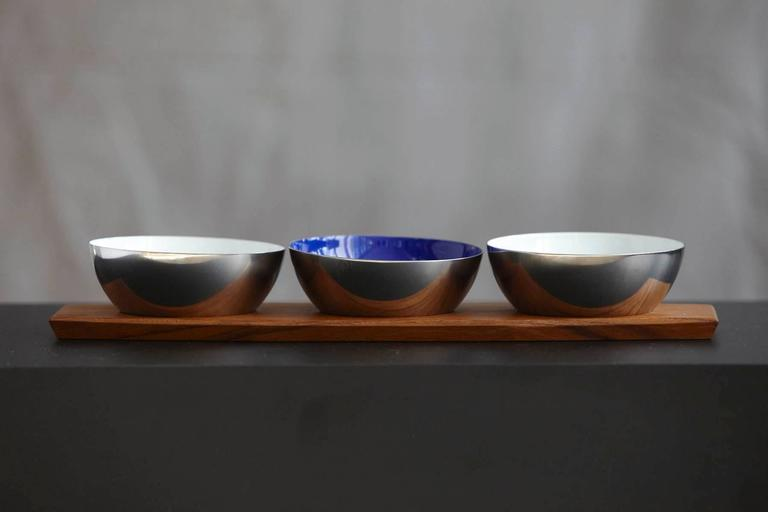 Mid-Century Modern Perfect Set of Cathrineholm Silver Buffed Stainless and Porcelain Enamel Bowls For Sale