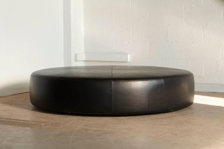 Large Round Leather Ottoman Hl154p By Antonio Citterio For