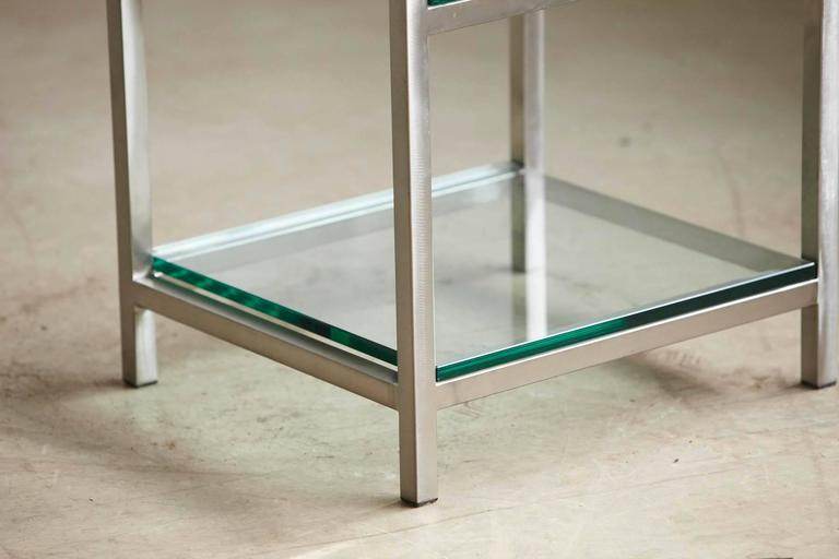 Modern Brushed Aluminium Étagère or Display Shelf with 5 Thick Glass Shelves In Good Condition For Sale In Weston, CT