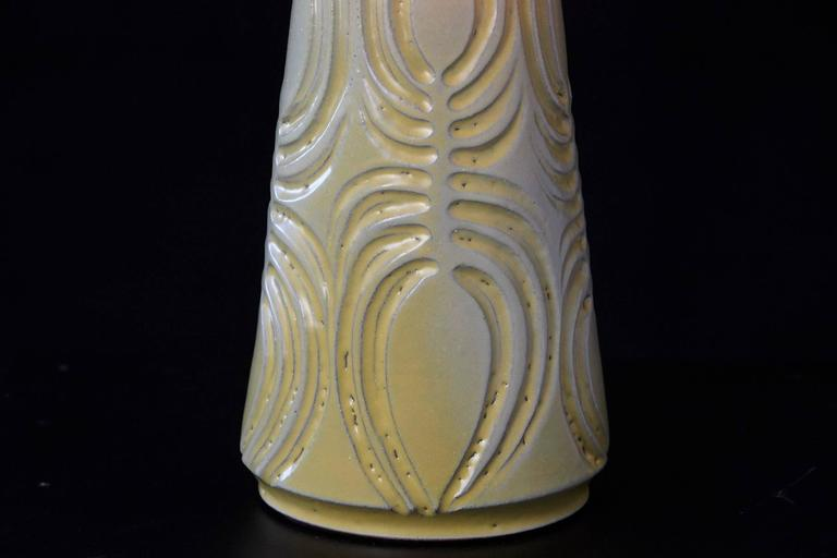 Mid-Century Modern Yellow Ceramic Lamp with Decorative Elements by Robert Maxwell and New Shade For Sale