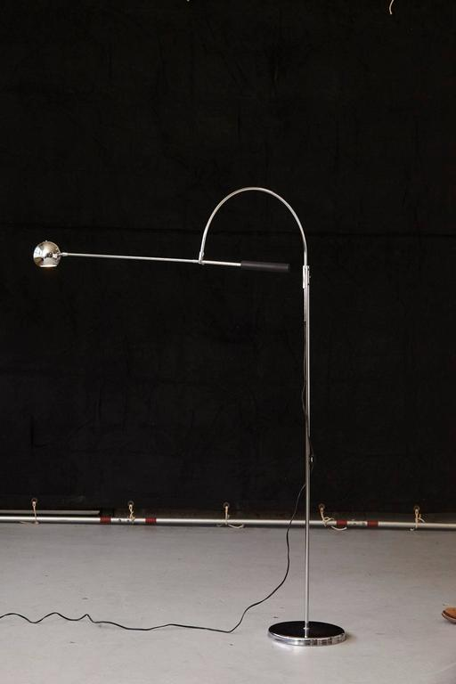 Mid-Century Modern Adjustable Chrome Floor Lamp 'Orbiter' by Robert Sonneman For Sale