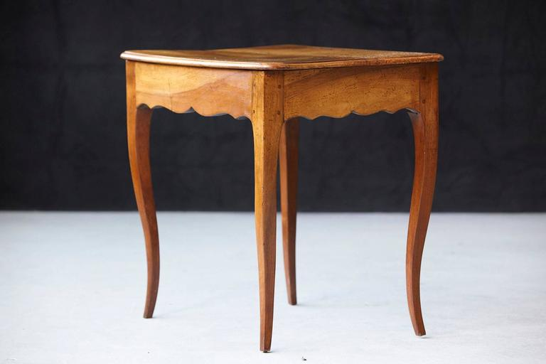 Petite Late 19th Century French Provincial Walnut Occasional Table For Sale 4