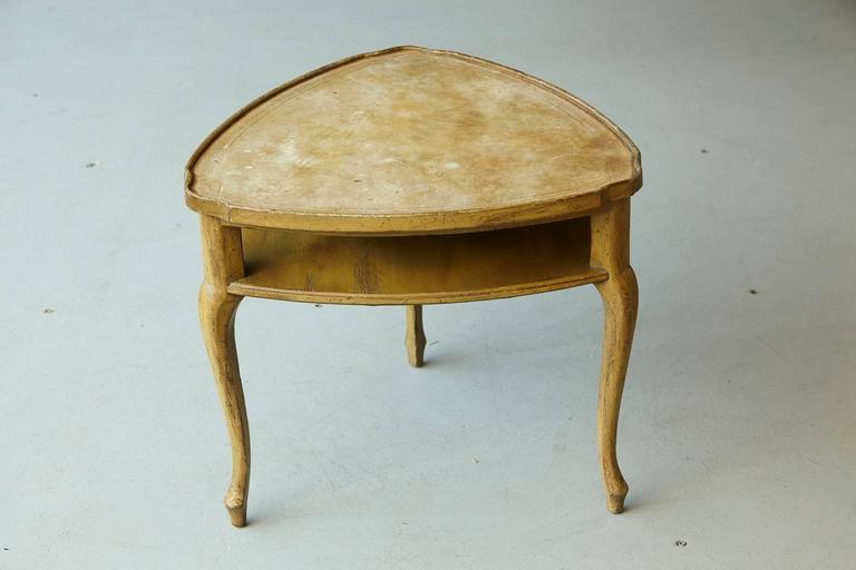 French Provincial Triangle End Table with Embossed Leather Top For Sale 5