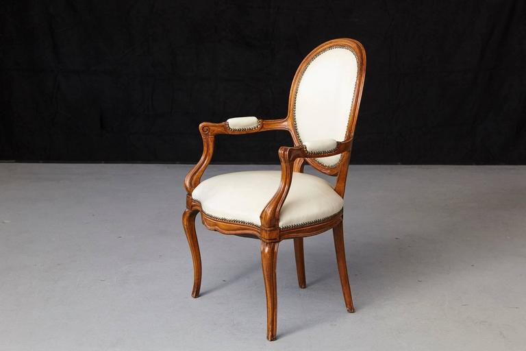 French Louis XV Style Walnut Fauteuil in Nail Trimmed Creme Leather For Sale