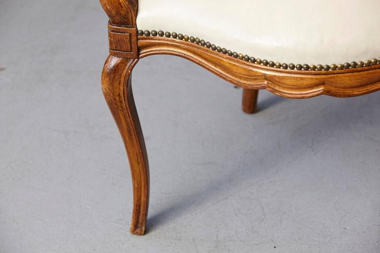 Louis XV Style Walnut Fauteuil in Nail Trimmed Creme Leather For Sale 1