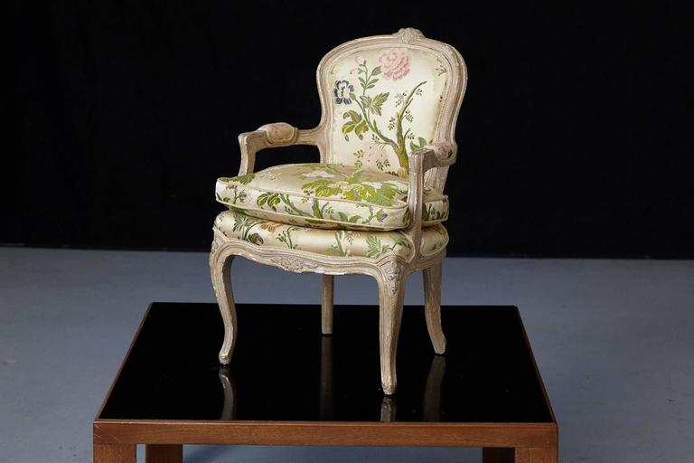 French Louis XV Style Painted Child's Fauteuil in Flower Chintz Fabric from ABC In Excellent Condition For Sale In Westport, CT