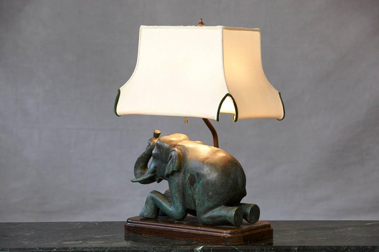 Patinated Metal Recumbent Indian Elephant form Table Lamp For Sale 2