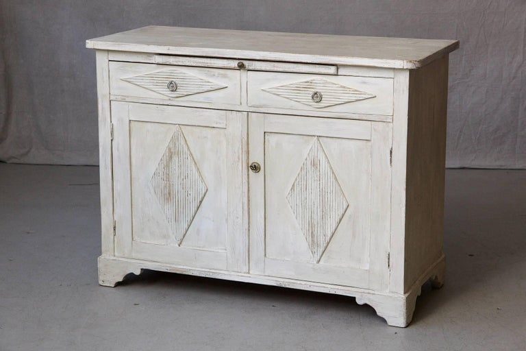 19th Century Swedish Gustavian Sideboard with Diamond Shape Reeded Details In Good Condition For Sale In Westport, CT