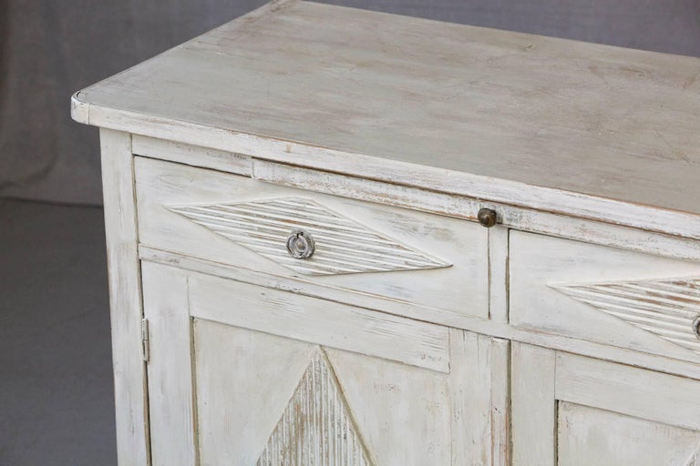 19th Century Swedish Gustavian Sideboard with Diamond Shape Reeded Details For Sale 4