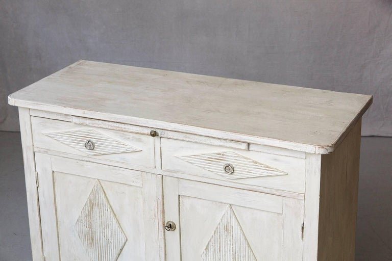 19th Century Swedish Gustavian Sideboard with Diamond Shape Reeded Details For Sale 3