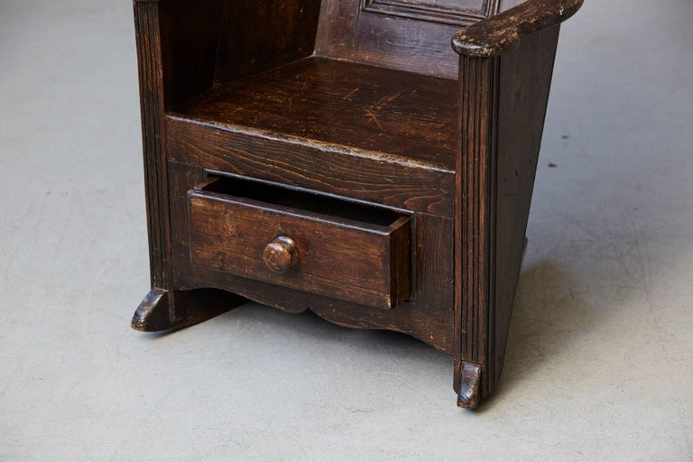 Late 18th Century Elm and Pine Rocking Lambing Chair For Sale 2