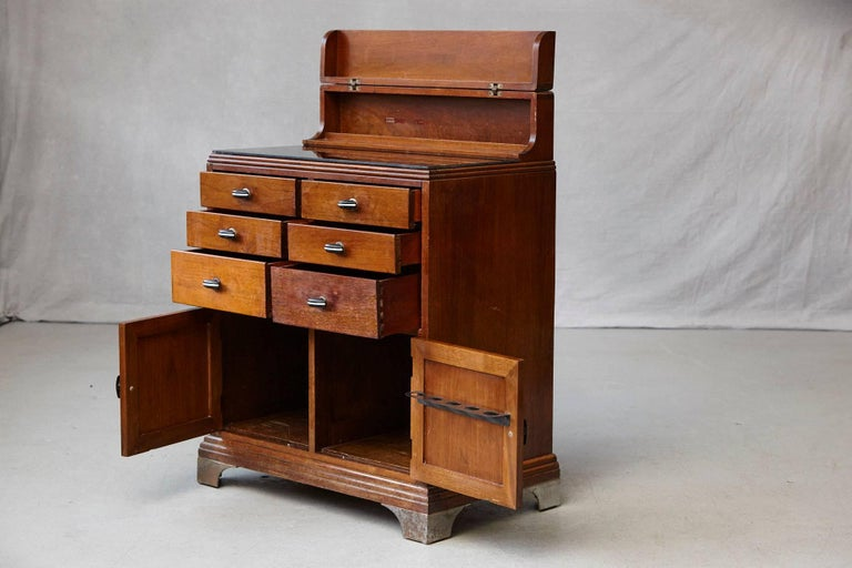 art deco medical cabinet or dental station by w d allison co for sale at 1stdibs. Black Bedroom Furniture Sets. Home Design Ideas