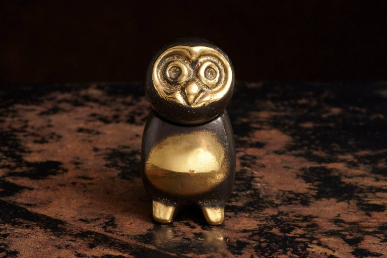 A very charming little brass figurine showing an owl with a movable head, in the style of the Walter Bosse designs in brass, circa 1960s. Brass and blackened brass, two pieces.