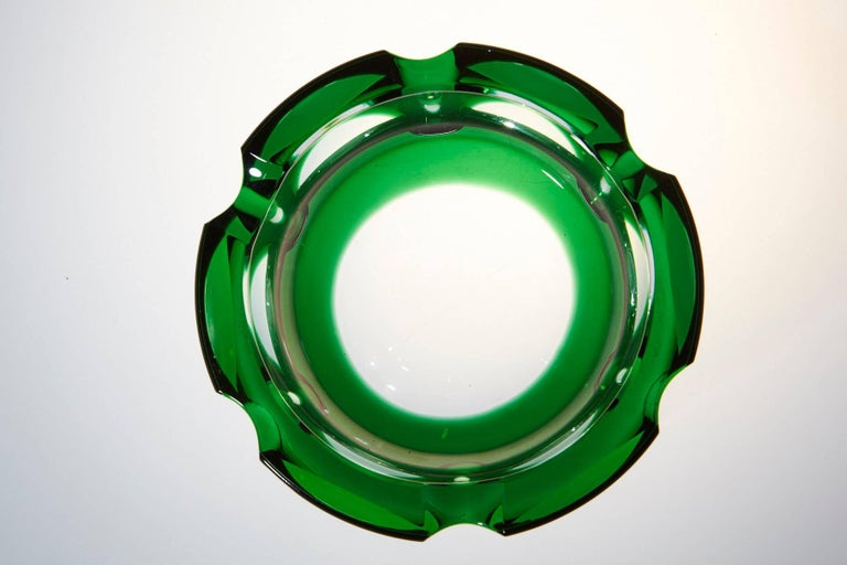 Heavy Hexagonal Emerald Green Crystal Ashtray In Good Condition For Sale In Weston, CT