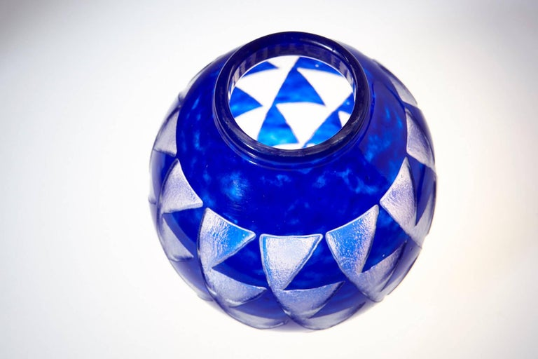 French Art Deco Blue Sandblasted Glass Vase by David Gueron for Degué In Excellent Condition For Sale In Weston, CT