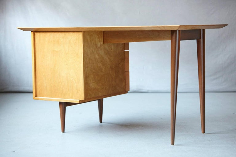 American Rare Early Florence Knoll Maple Desk, Model 17 Completely Restored For Sale