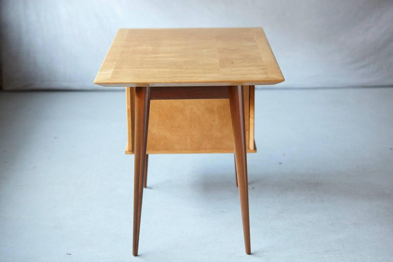 Rare Early Florence Knoll Maple Desk, Model 17 Completely Restored In Excellent Condition For Sale In Westport, CT