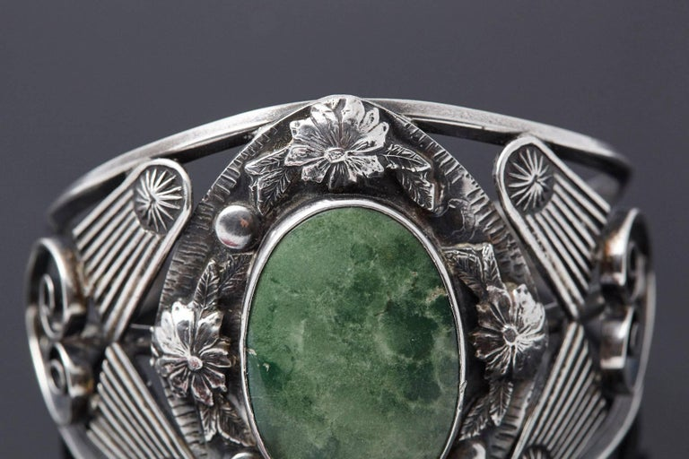 Mid-Century Modern Sterling Cuff with Large Green Centre Turquoise and Elaborated Reliefs, 1940s For Sale