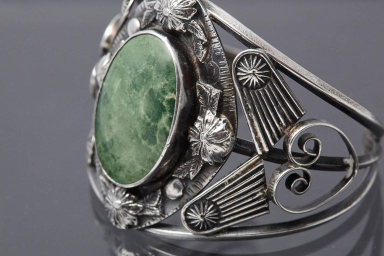 Sterling Cuff with Large Green Centre Turquoise and Elaborated Reliefs, 1940s For Sale 2