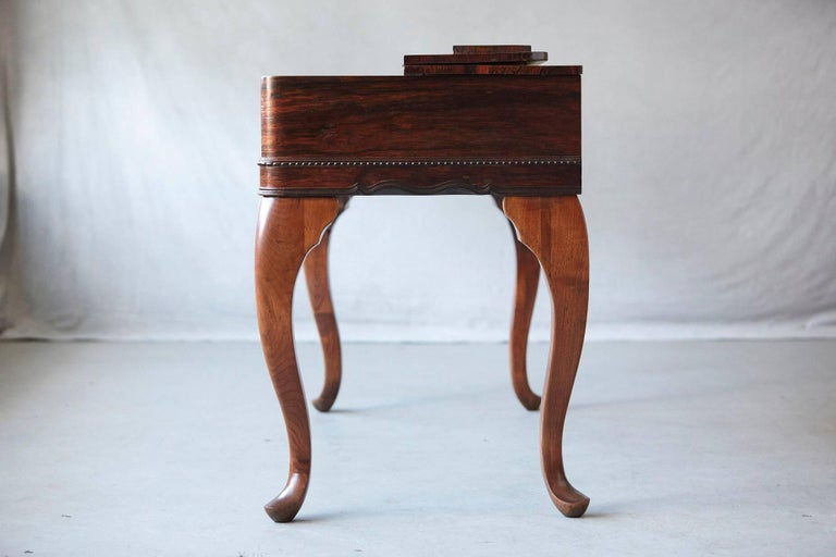 Early 20th Century Queen Anne Style Rosewood Spinet Desk In Excellent Condition For Sale In Westport, CT