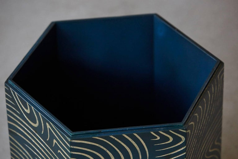 Hexagonal Dark Blue Box with Carved Gilded Graphic Pattern For Sale 1
