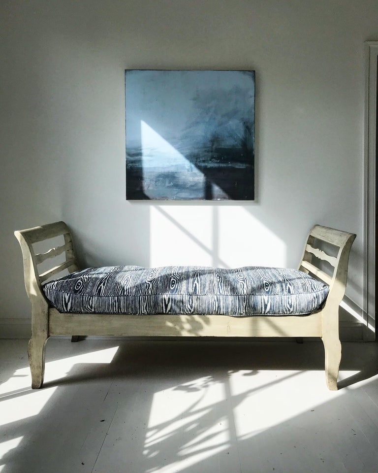 19th Century French Provincial Daybed in Dove Gray Paint In Good Condition For Sale In Charlottesville, VA