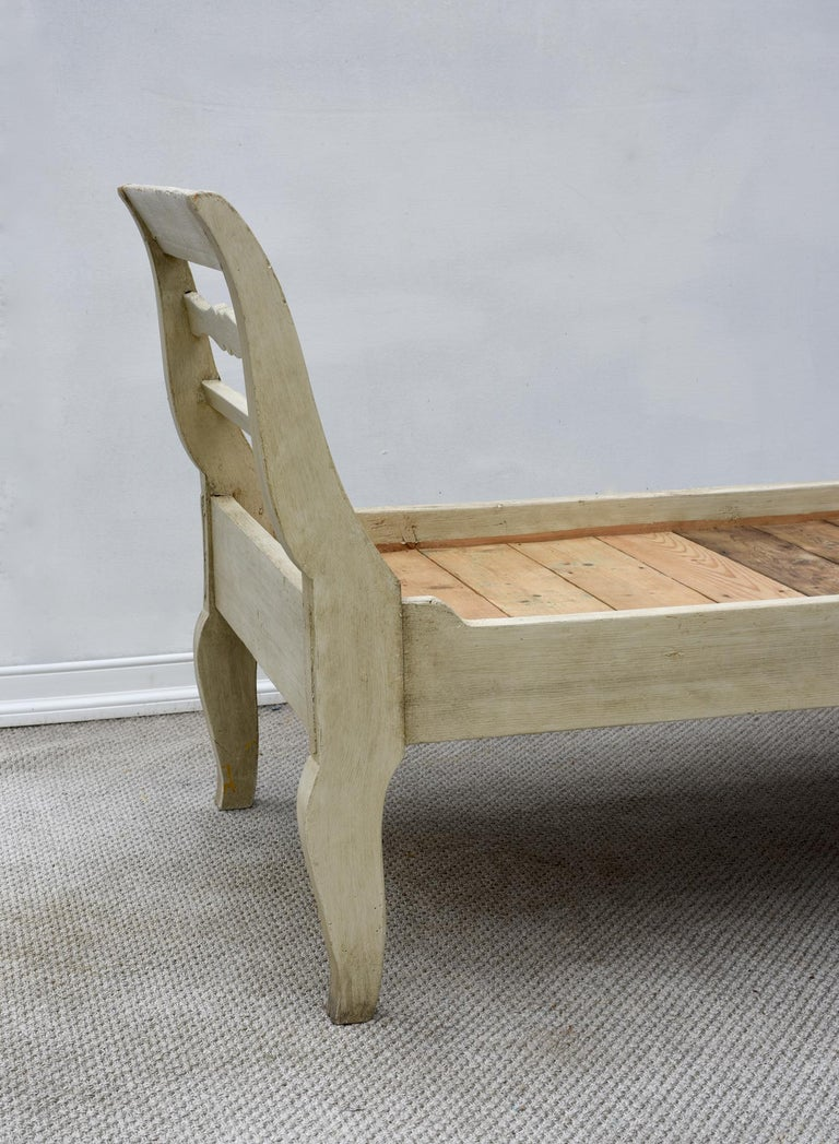 19th Century French Provincial Daybed in Dove Gray Paint For Sale 12