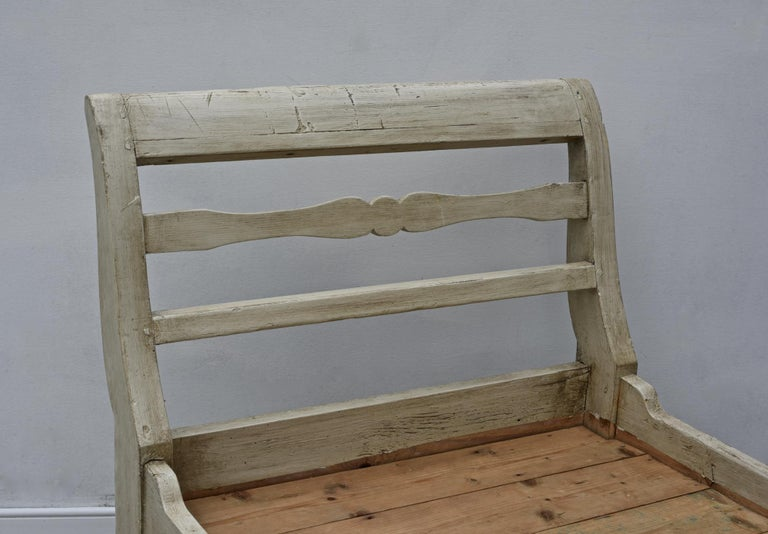 19th Century French Provincial Daybed in Dove Gray Paint For Sale 7
