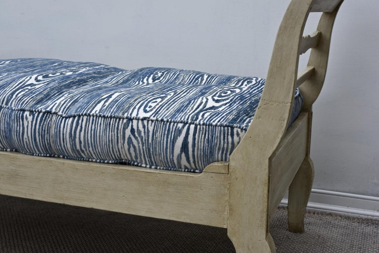 19th Century French Provincial Daybed in Dove Gray Paint For Sale 2
