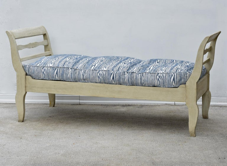 Painted 19th Century French Provincial Daybed in Dove Gray Paint For Sale
