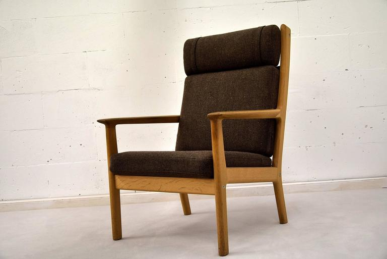 Hans Wegner Mid-century modern Brown Danish oak lounge chair In Good Condition For Sale In Weesp, NL