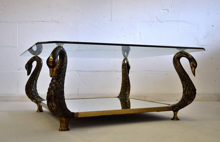 Brass Elegant and Stylish Hollywood Regency Swan Table For Sale