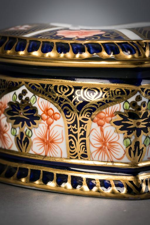 Royal Crown Derby Heart-Shaped Box, circa 1910 In Excellent Condition For Sale In New York, NY
