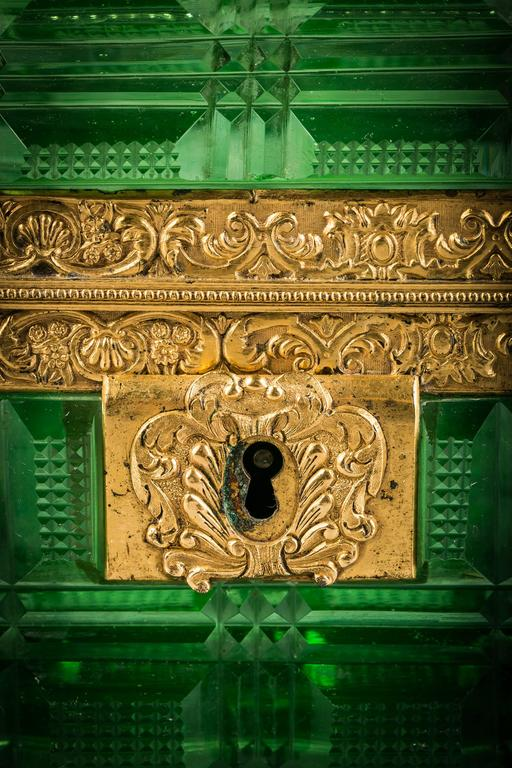 Large Bronze and Green Glass Box, Russian, circa 1825 In Good Condition For Sale In New York, NY