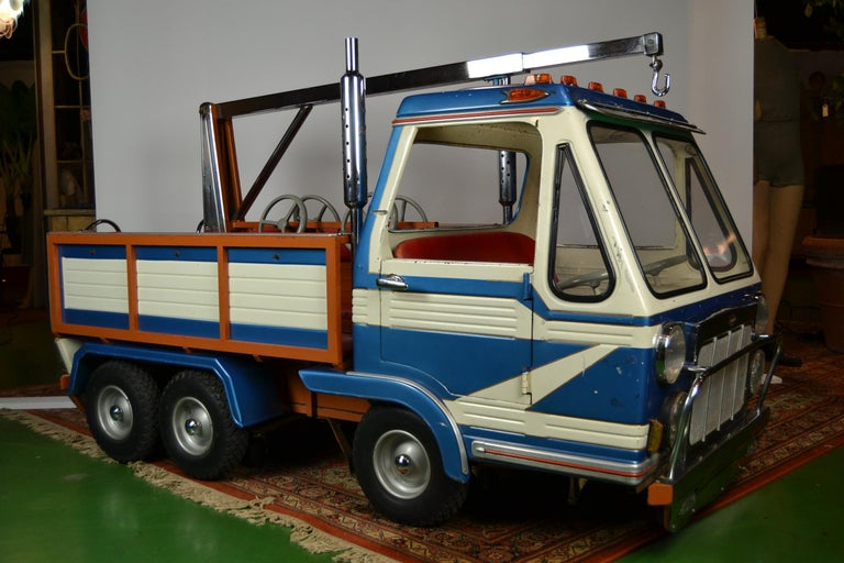 1980s Metal Carousel Tow Truck by L' Autopède Belgium In Good Condition For Sale In Antwerp, BE