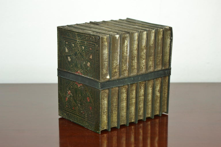 1903 Huntley and Palmers Tin Books Box by Sir Walter Scott In Good Condition For Sale In Antwerp, BE
