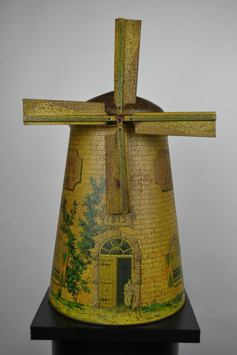 1920s Van Melle's Toffees Tin - Antique Candy Box Holland - Dutch Windmill  In Good Condition For Sale In Antwerp, BE