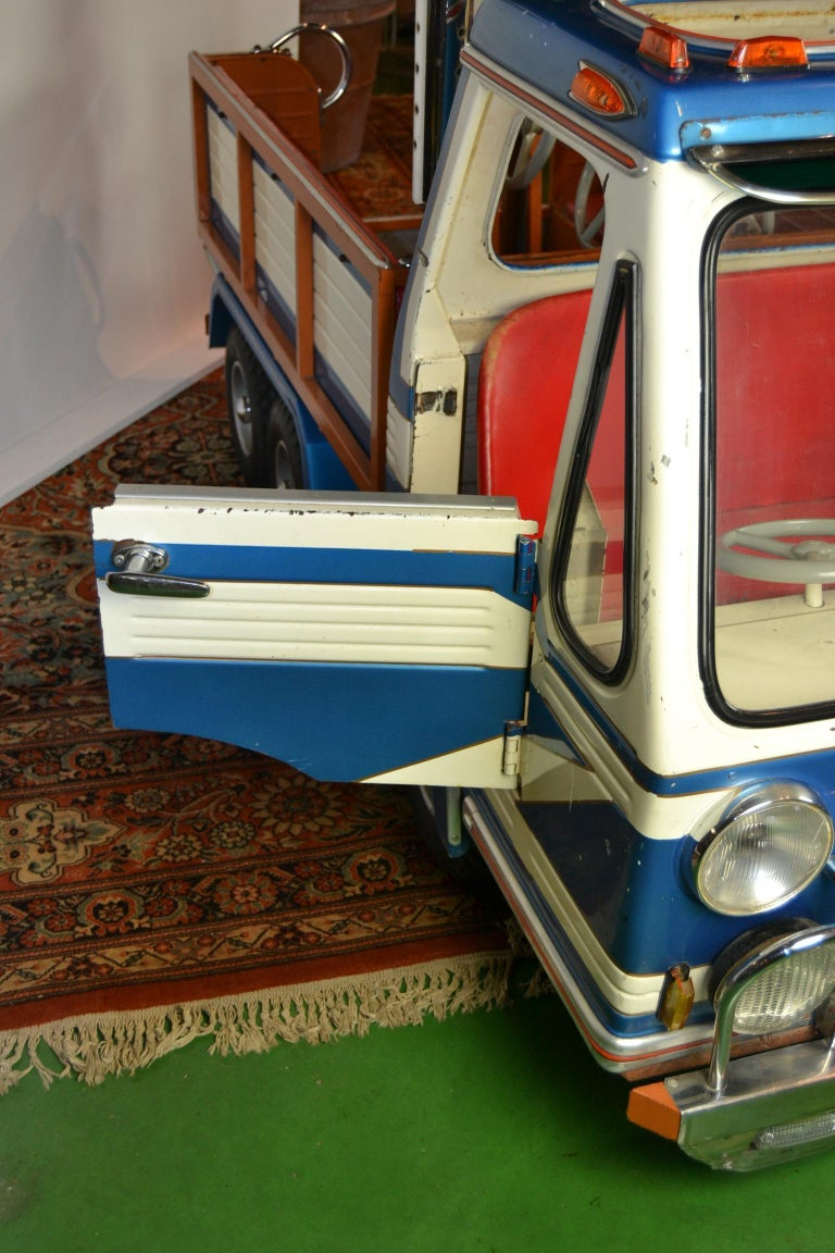 1980s Metal Carousel Tow Truck by L' Autopède Belgium For Sale 1