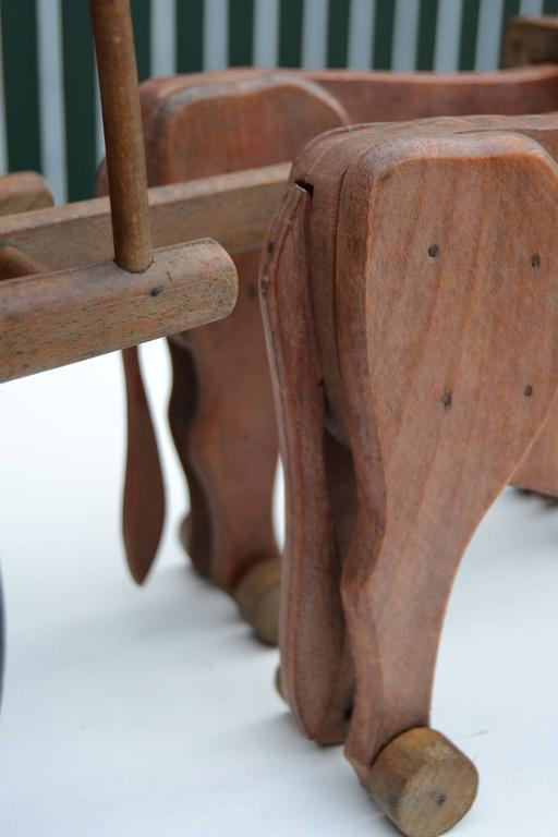 1930s  French Wooden Pull Toy Oxcart by Déjou  In Excellent Condition For Sale In Antwerp, BE